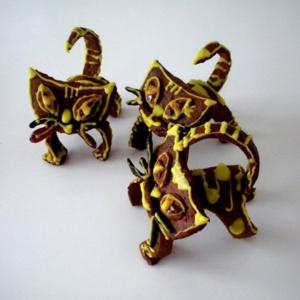 11-17a 2. koht - TALLINNA I INTERNAATKOOL PÕK1 KLASS, juhendaja SILVIA PALUVEER 'Kolm kollast kassi' Igas maagias on alati natuke kassi, nii ka selles võlupoes...